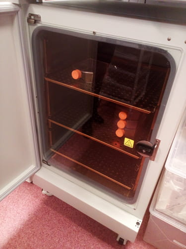 Copper growth chamber of a CO2 incubator with samples.